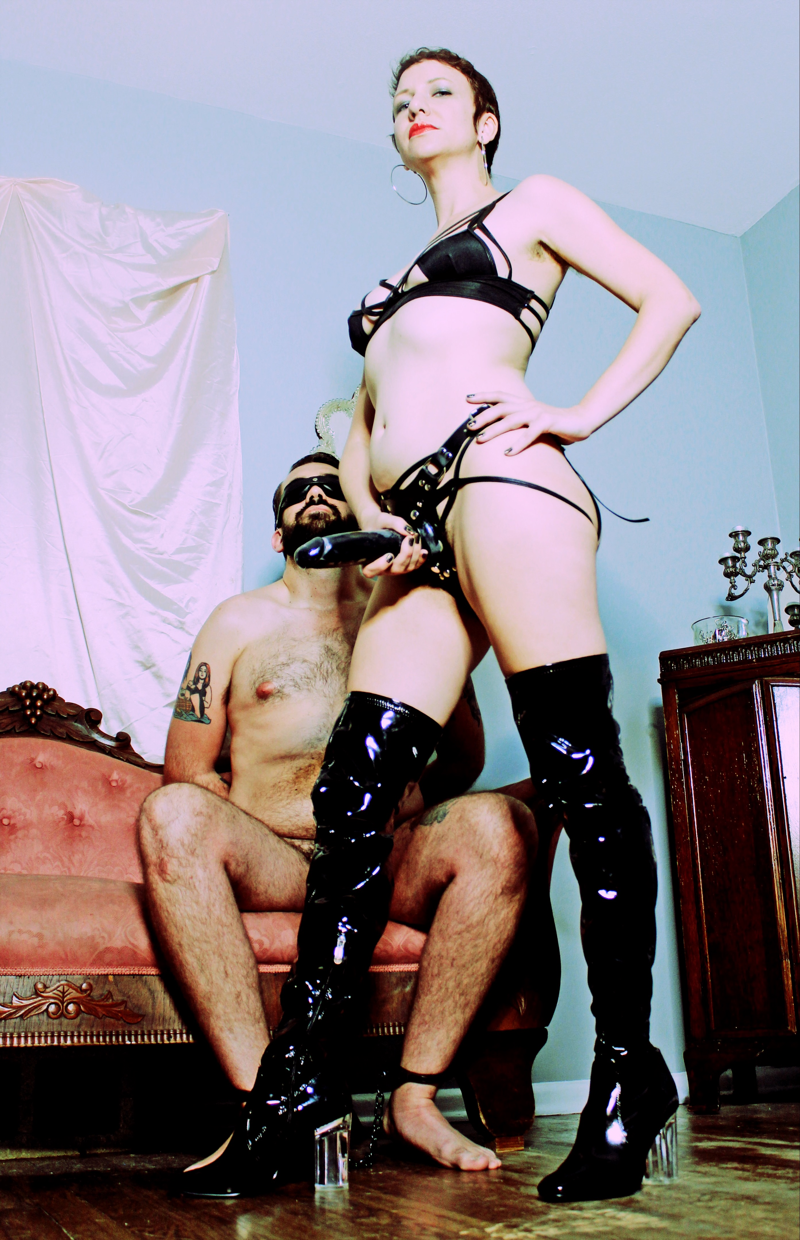 Domme Discordia boots professional dominatrix prodomme femdomme austin texas bay area california oakland san francisco